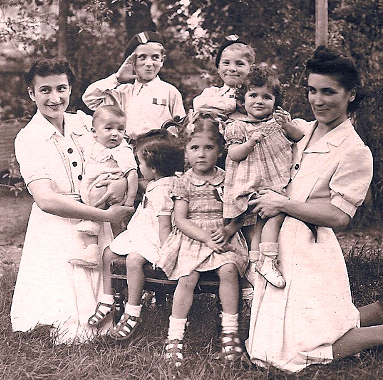 Colette MICHON-BOUCHARD, Solange AUGER-BOUCHARD, et leurs enfants - 1944