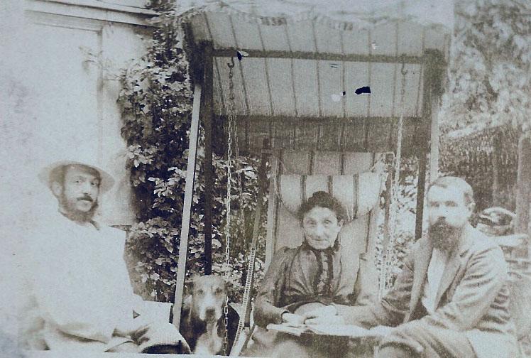 Marguerite LEJEUNE et ses fils MOUTON - 1904