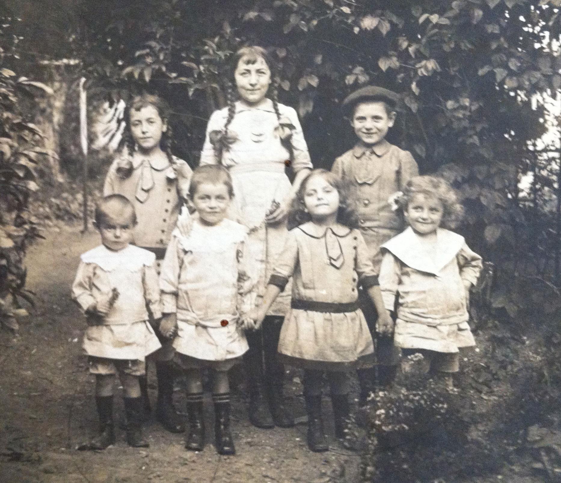 Les petits-enfants du couple PESSAULT- MALASSINE en 1914